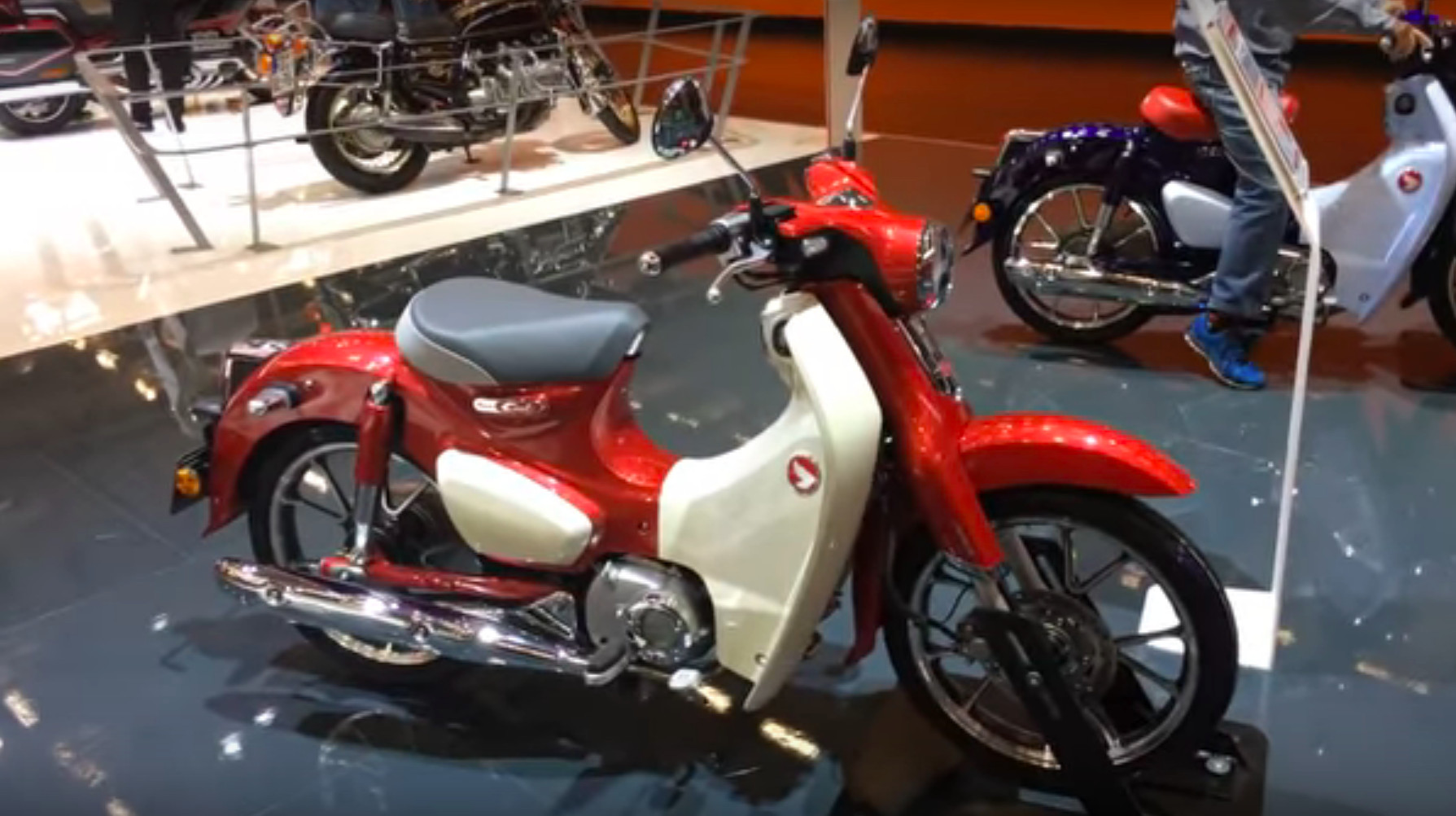 First look at the new Honda Super Cub (INTERMOT 2018 ...
