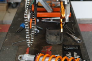 PDS or Linkage? – Changing A KTM500 exc Rear Shock Is Just A 10 Minute Job