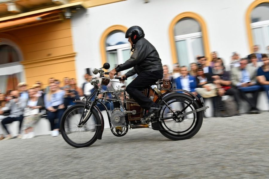 Small World: The prettiest small dirt bikes gather at Lake Como