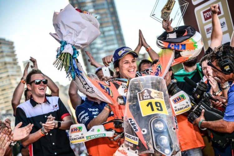 Laia Sanz Dakar Finish