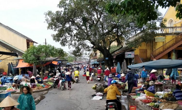 Hoi An market in the morning before the tourists arrive (Source: Lost Cartographer)