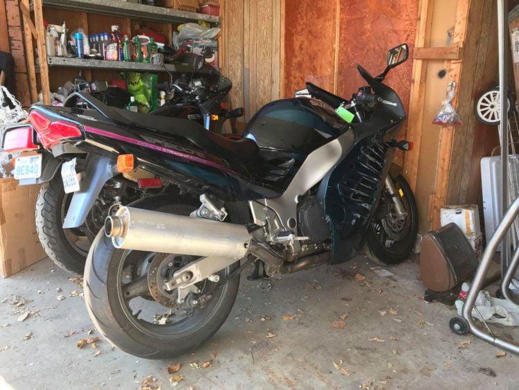 1996 Suzuki RF900R garage