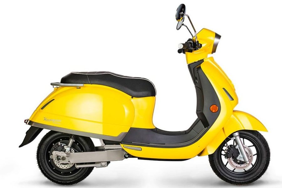 Here's old-school Euro scooter styling, mixed with a modern electric powertrain. Photo: Kumpan